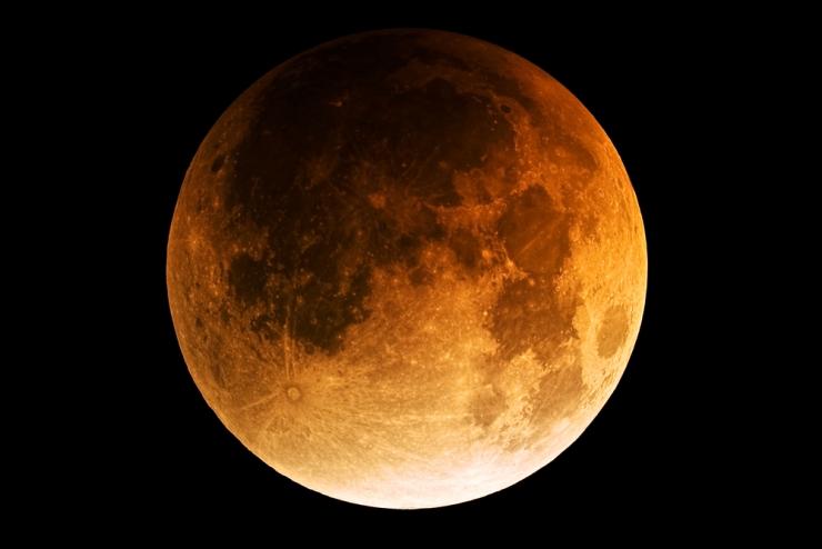 Έκλειψη Σελήνης στον Υδροχόο 7 8 2017 πως επηρεάζει το ζώδιό σου