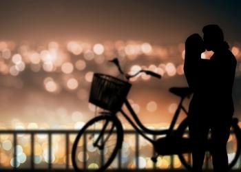 Σε ερωτεύτηκε, αλλά δε σου εκφράζει όσα νιώθει; Μάθε τι να κάνεις!